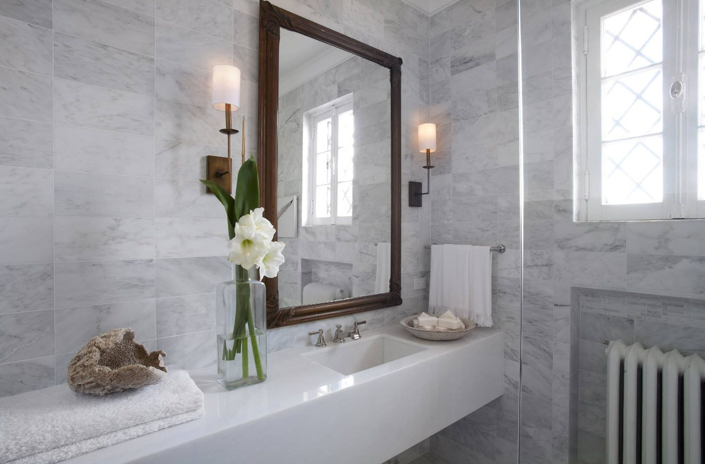 Marble and flower in the bathroom creates the atmosphere of coziness