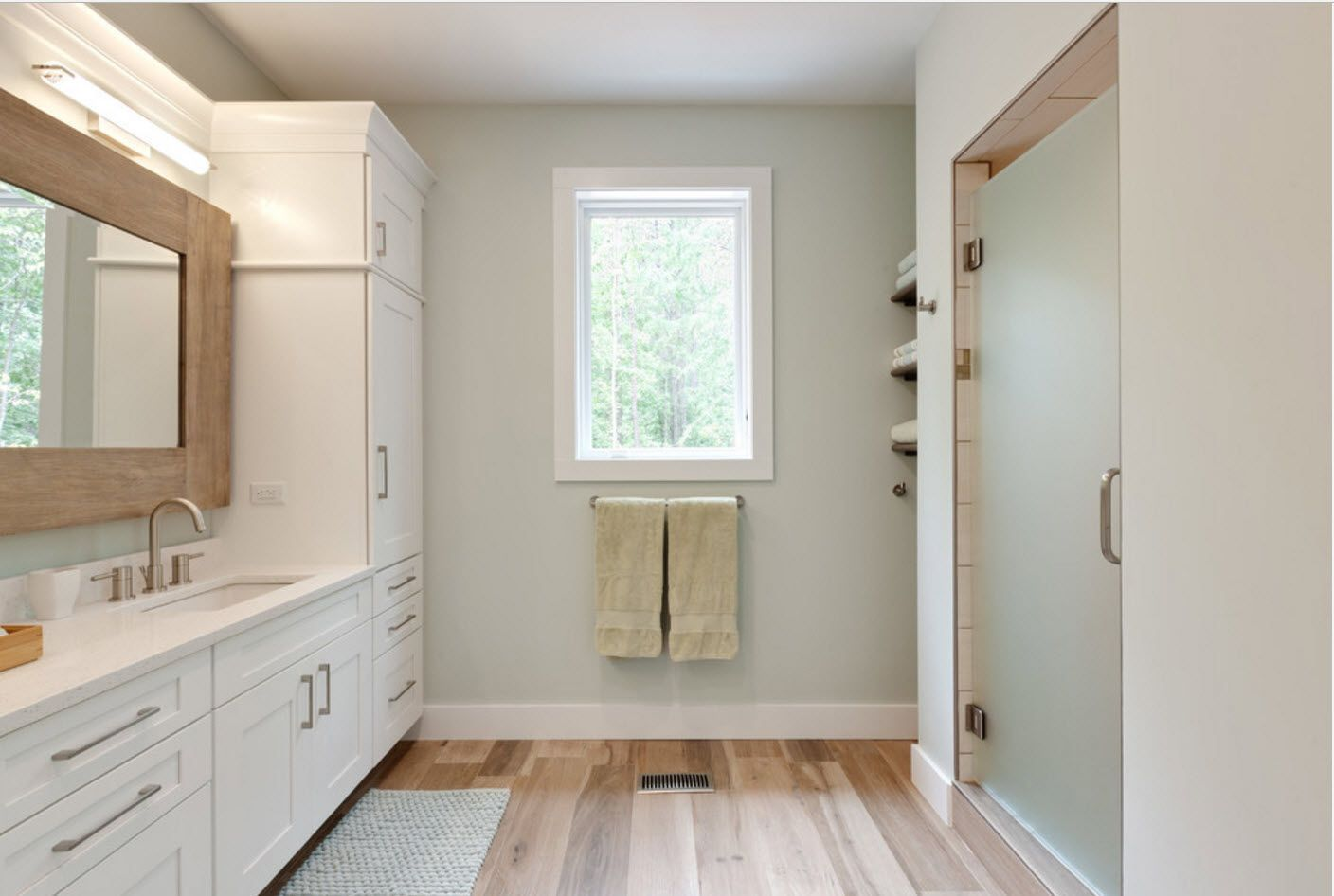 Neat steel color for classic style bathroom finishing