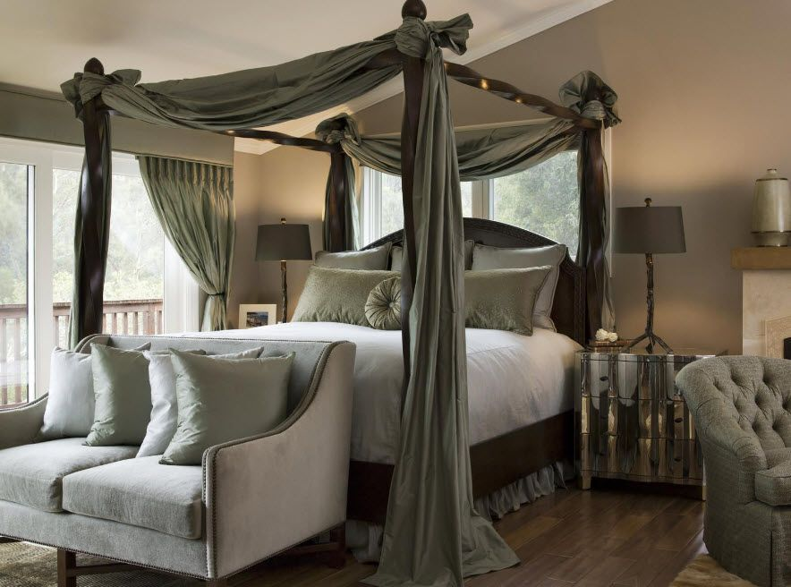 Royal and modern looking camopy bed with the ottoman nearby and large mirror as the hedboard