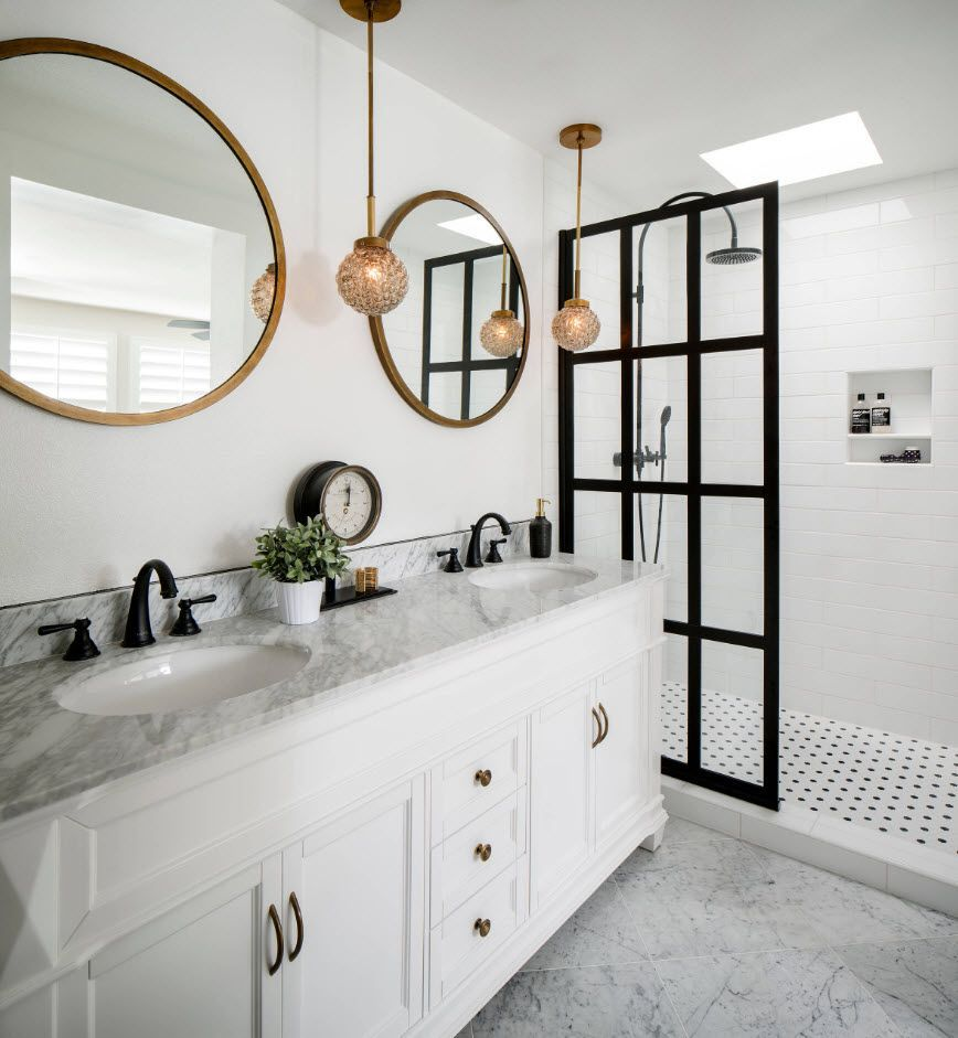 Bathroom in white with black lines and two mirrors