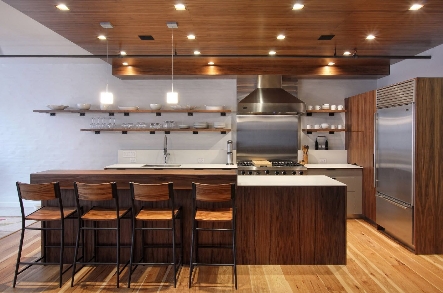 Wooden surfaces to fill up the space of large kitchen