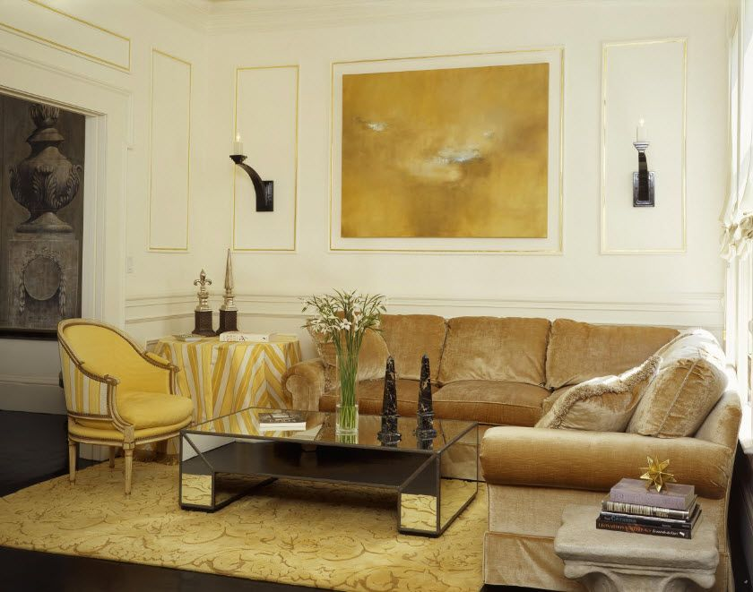 No pressure in the airy interior of the classic living room