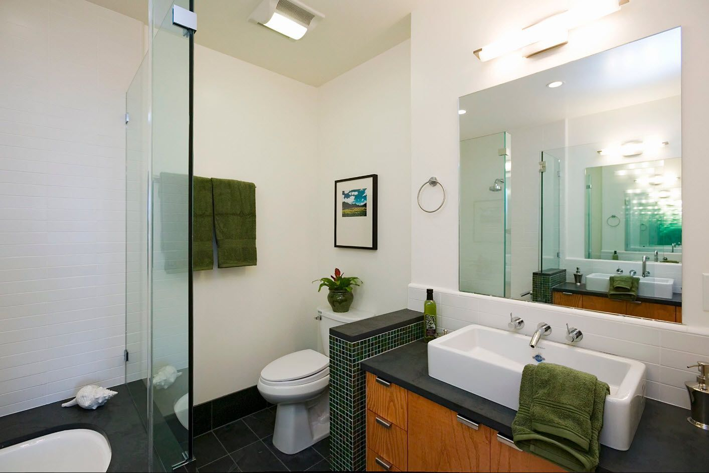 green theme for small bathroom