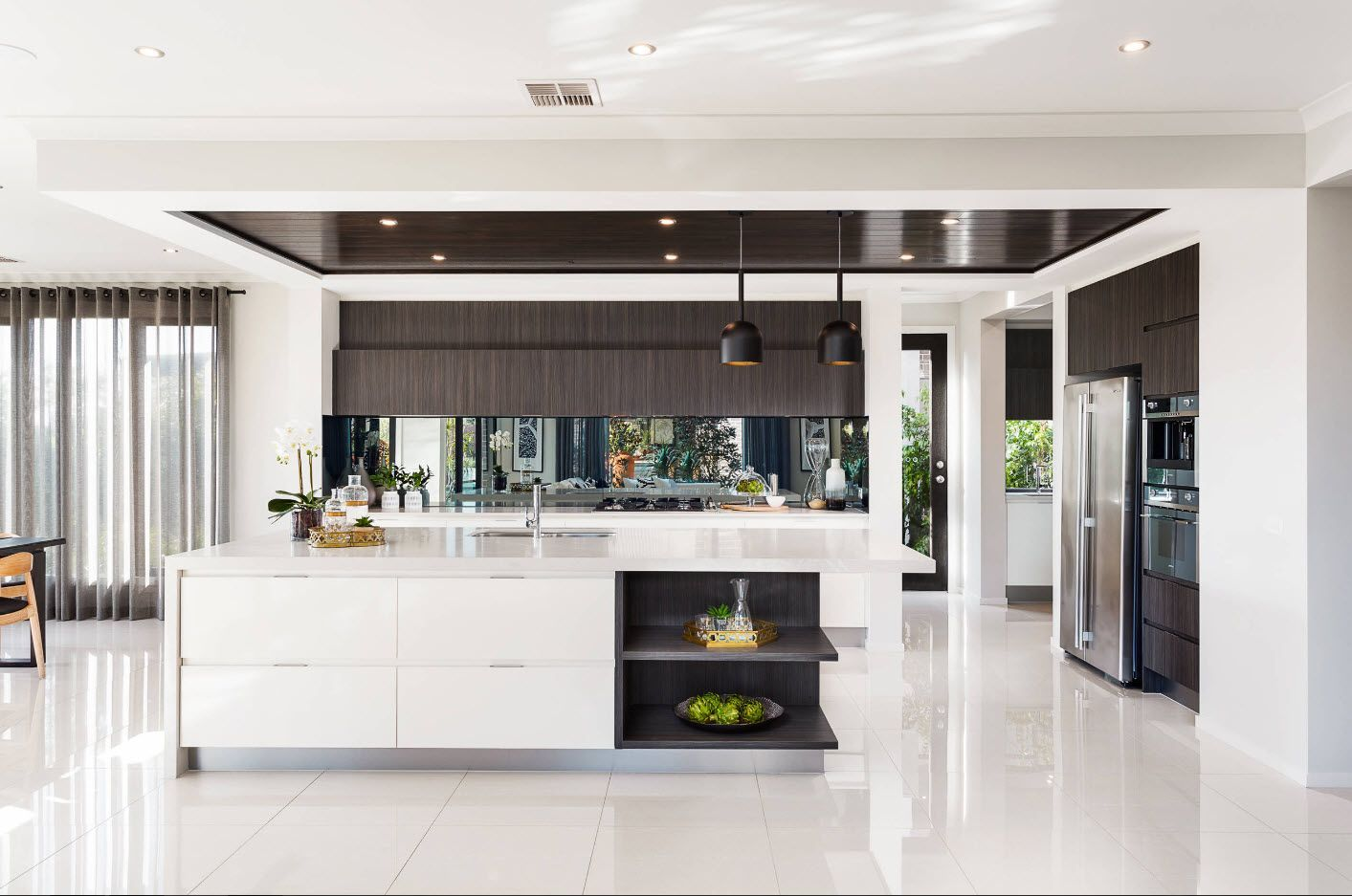 Nice design effect achieved by utilizing the gray suspended ceiling in the cooking zone