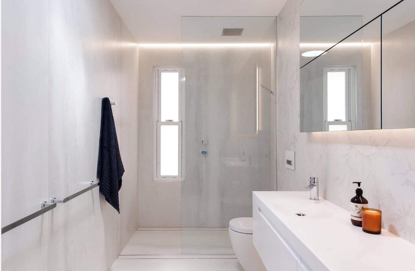 White marble in the bathroom 2017