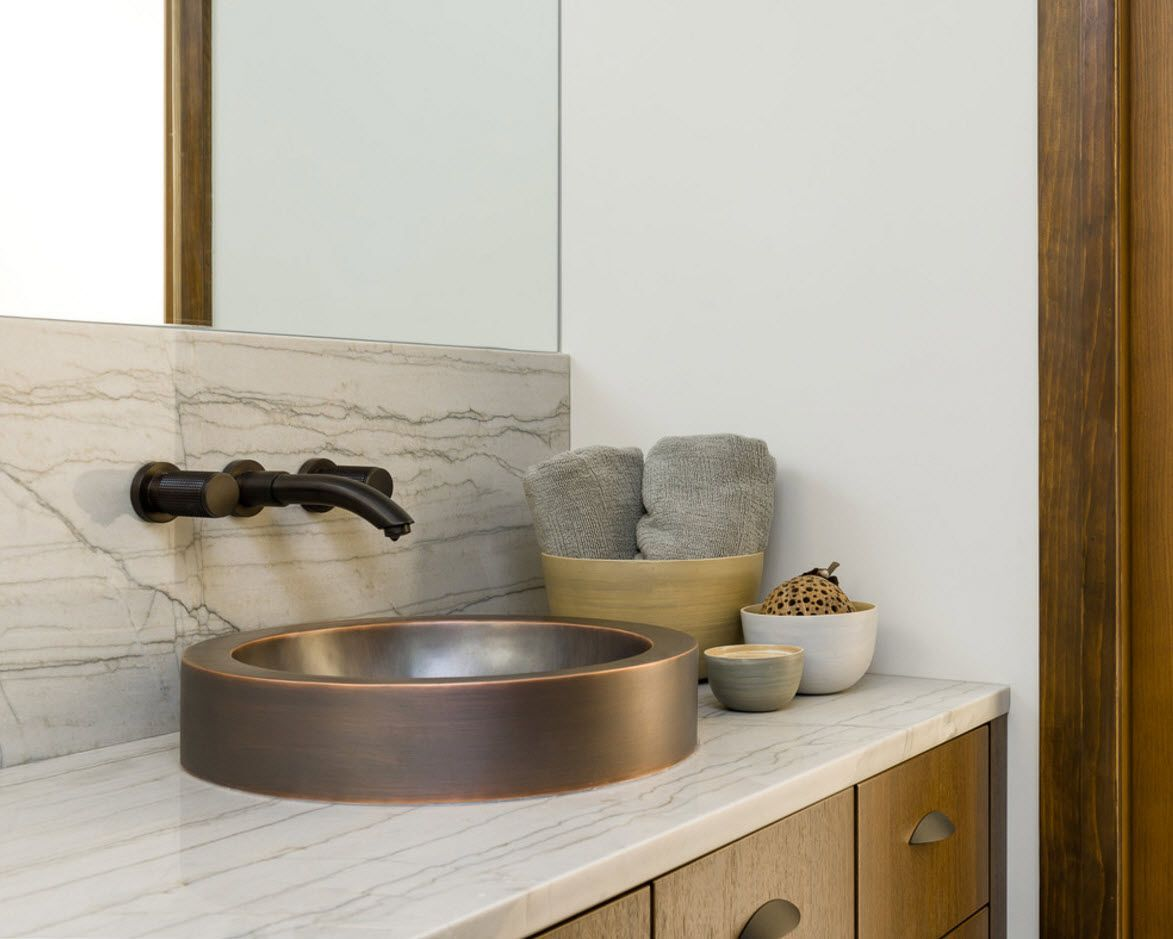 Gorgeous Greek style modern interpretation in the bathroom