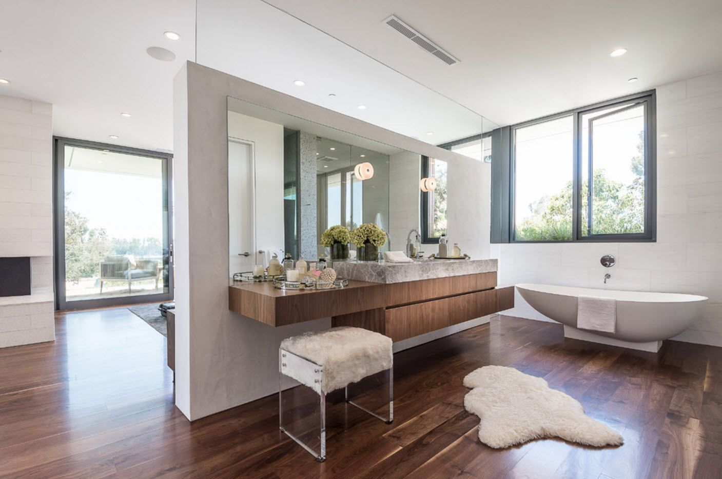 Large bathroom zone in a spectacularly designed studio
