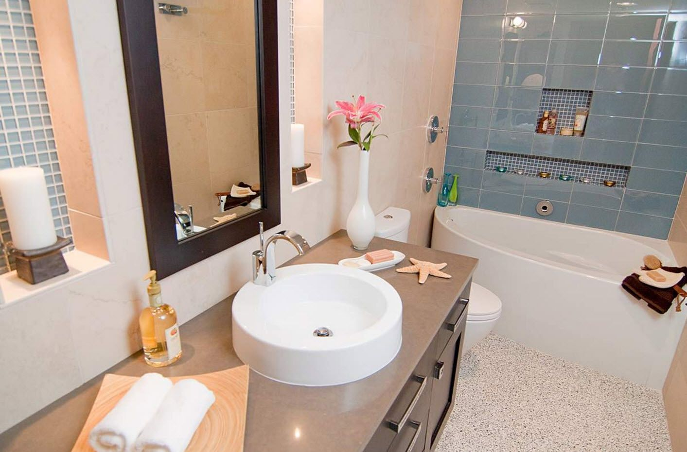 Marine style and eco details in small modern bathroom
