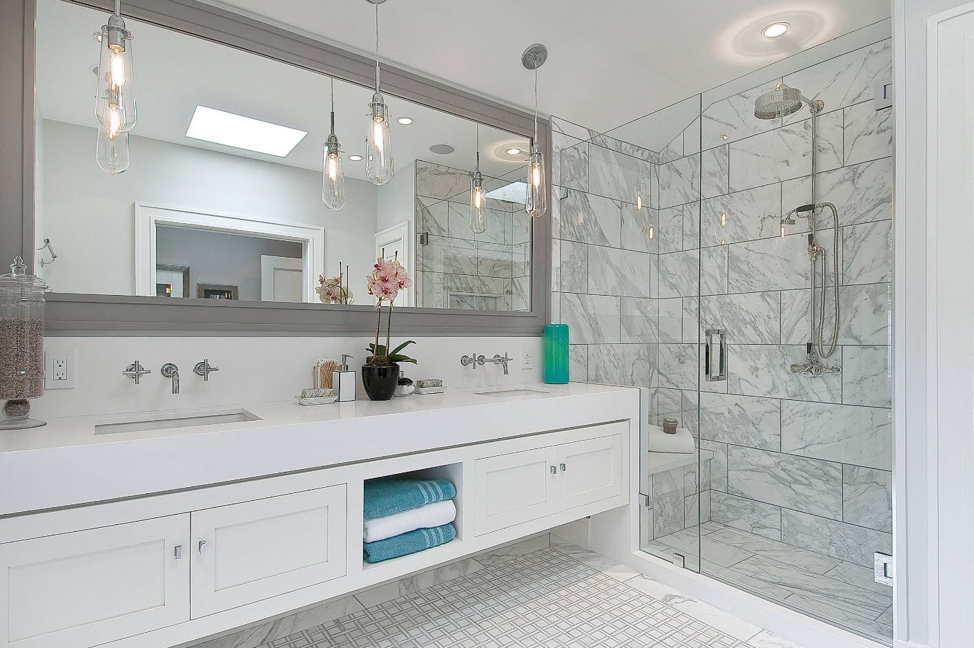White vanities and gray framed large mirror for modern bathroom