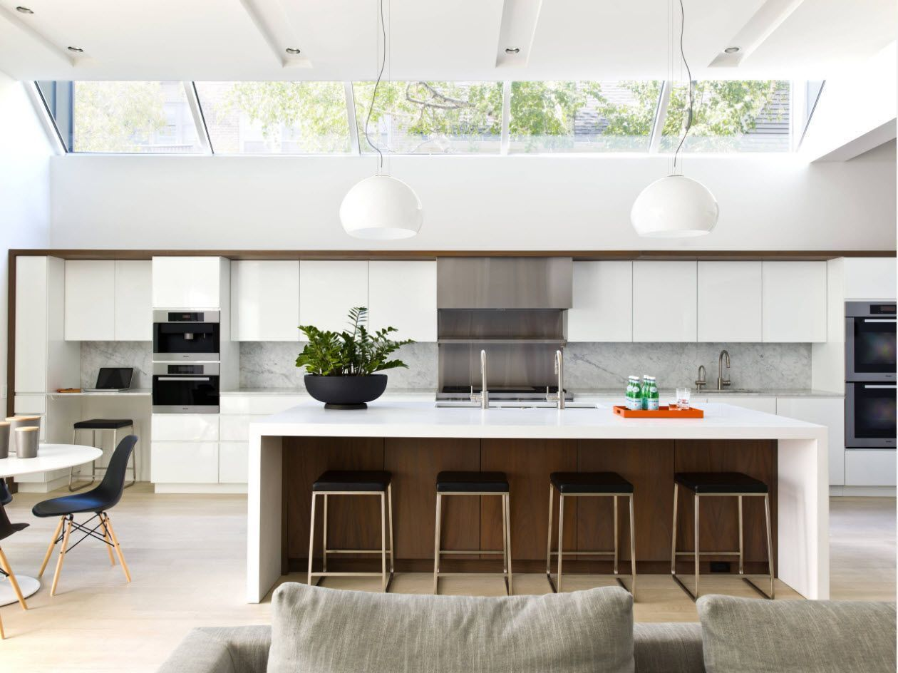 Kitchen Fashion Trends & Interior Design Ideas 2017. Skylight panorama and the island
