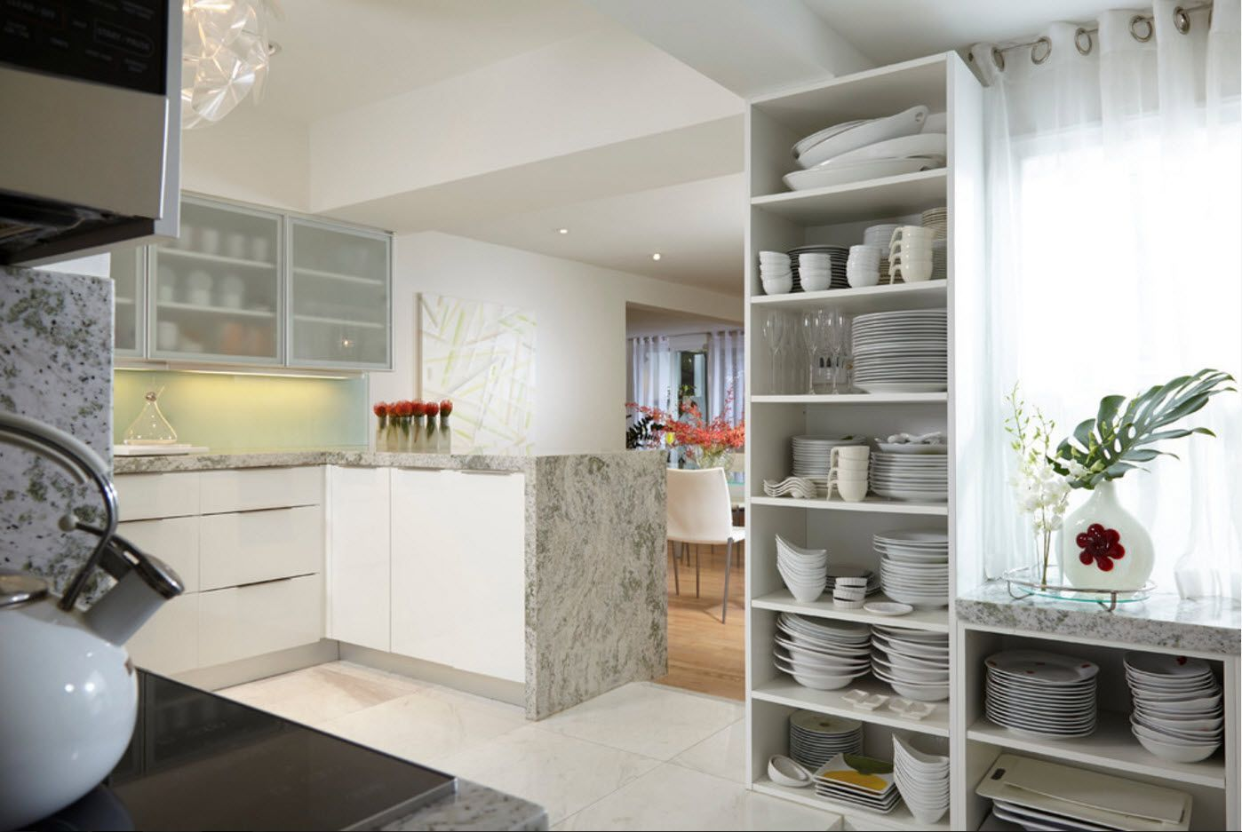 Open dishes storage looks a bit messy and is designed for trail-blazers of decoration ideas