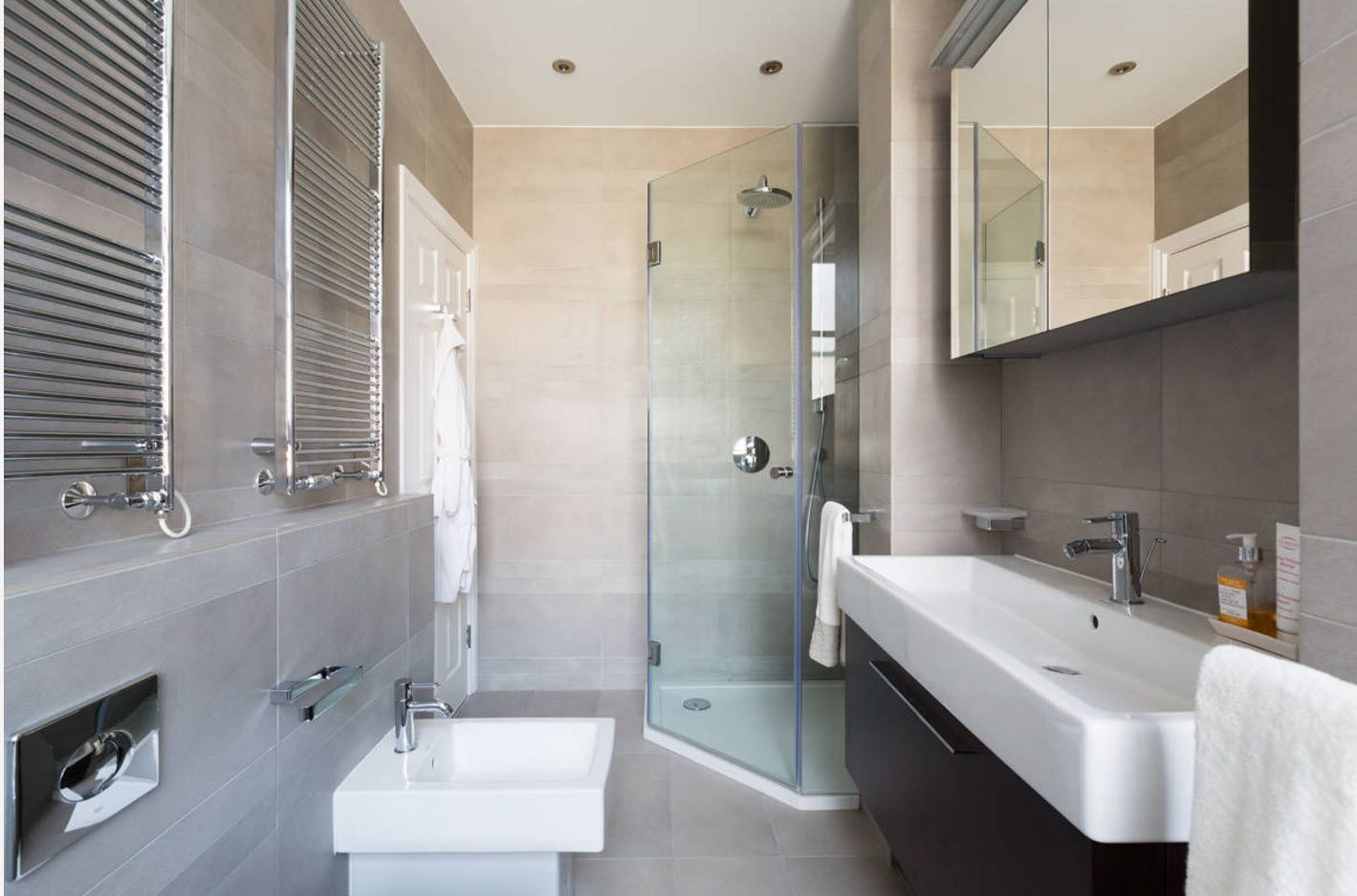 Modern contemporary style bathroom design solution for small space