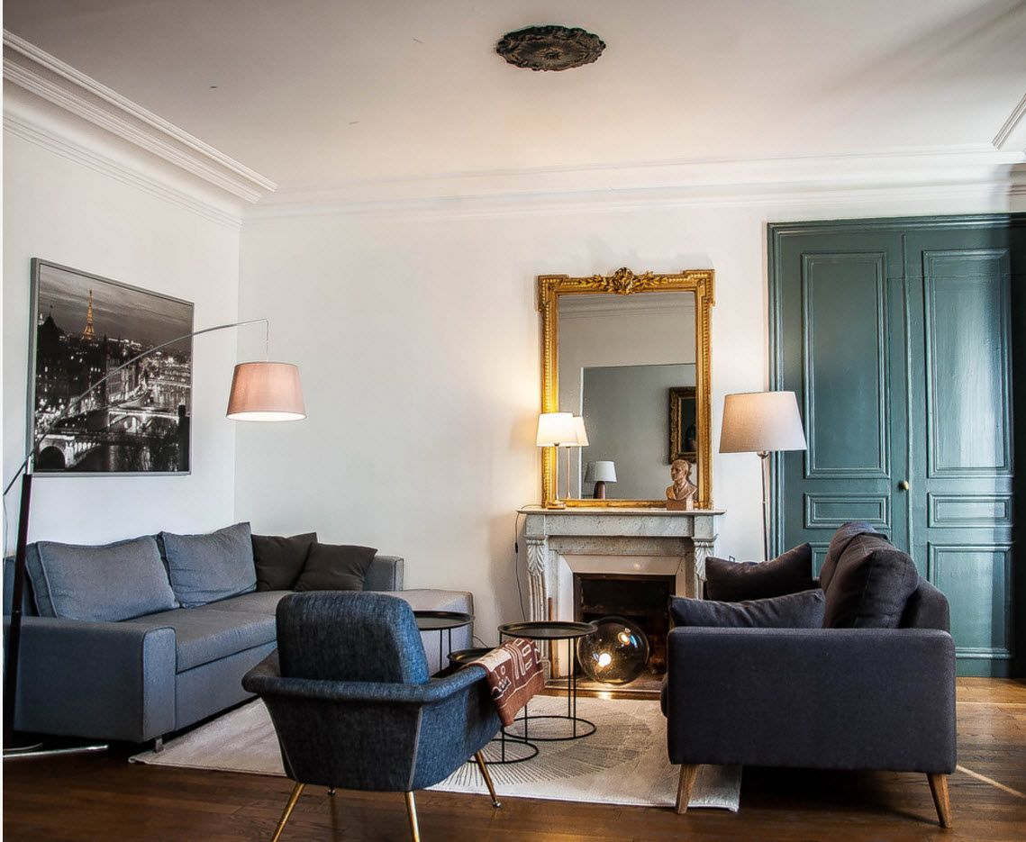 Black furniture in the Classic interior