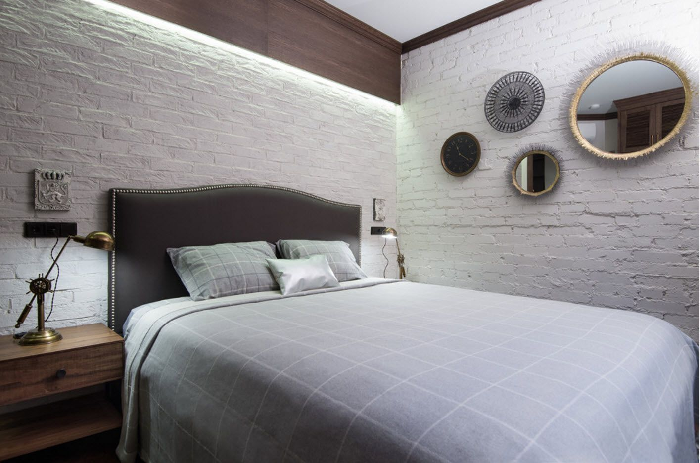 Modern Bedroom Interior Decoration & Design Ideas 2017. Headboard upholstered cover and textured wall trimming of the modern minimalistic bedroom