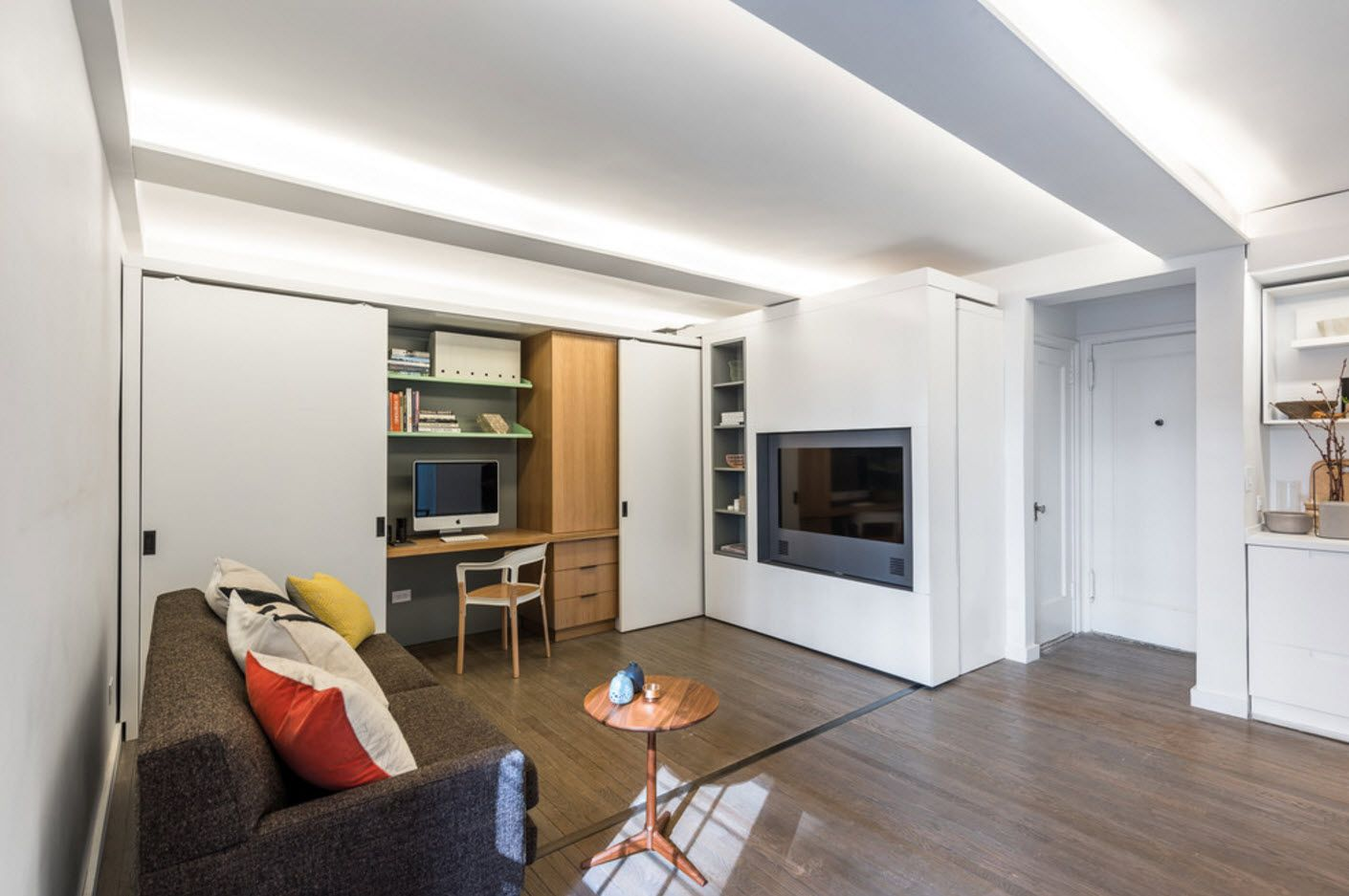 Apartment Interior Design Inspiration Ideas & Trends 2017. White space of the studio apartemtn with artificial hearth and wooden floor