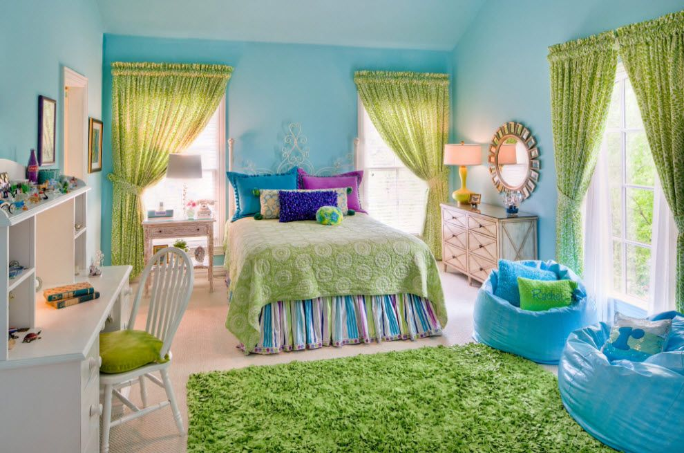 Green rag as green grass in the blue colored children's room
