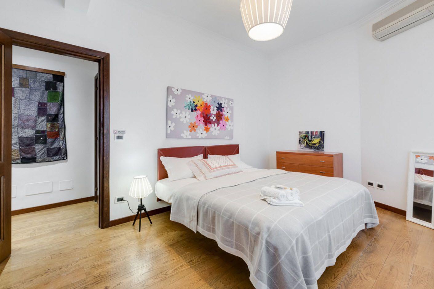 Classic light bedroom
