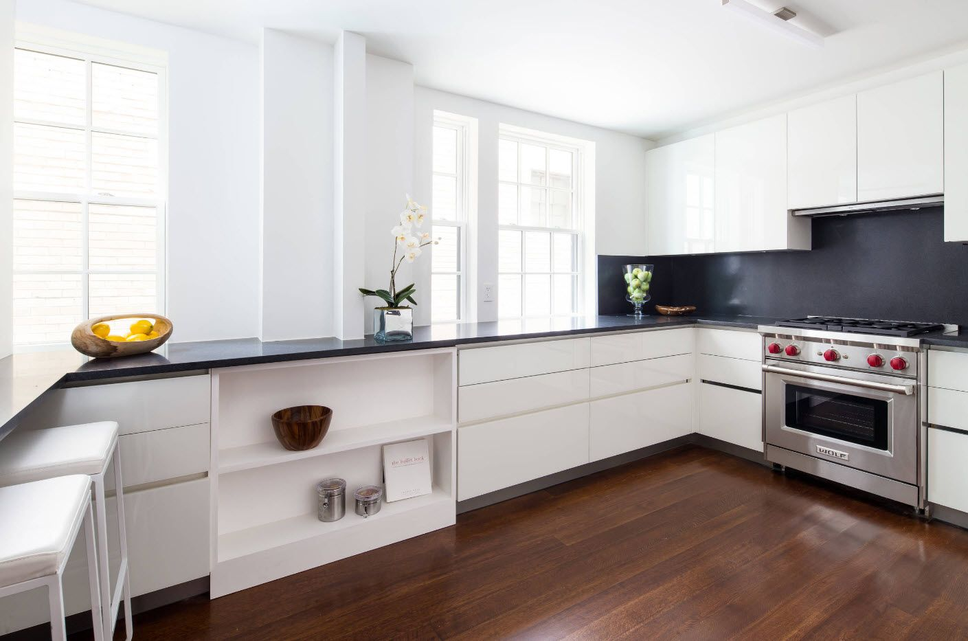 Apartment Interior Design Inspiration Ideas & Trends 2017. White decorative solution for ultramodern kitchen