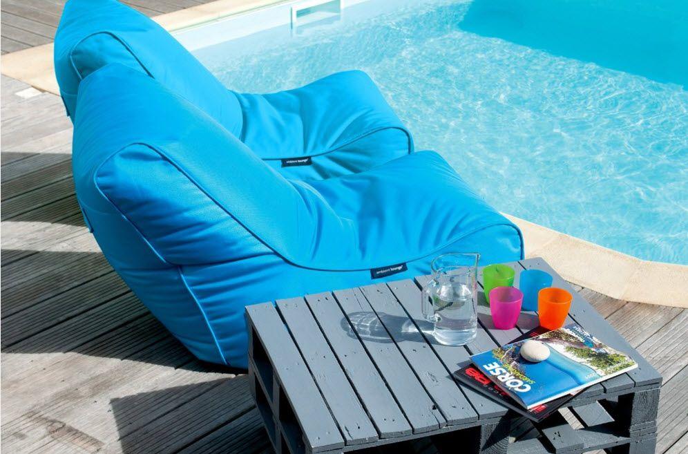 Nice azure frameless seat at the pool
