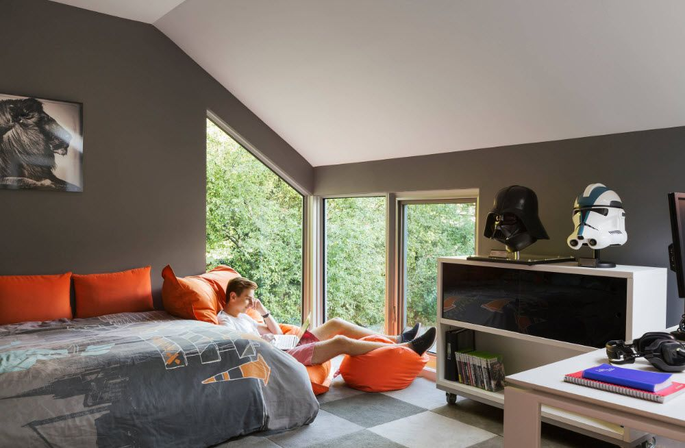Geometrically peculiar form of the bedroom in the private house