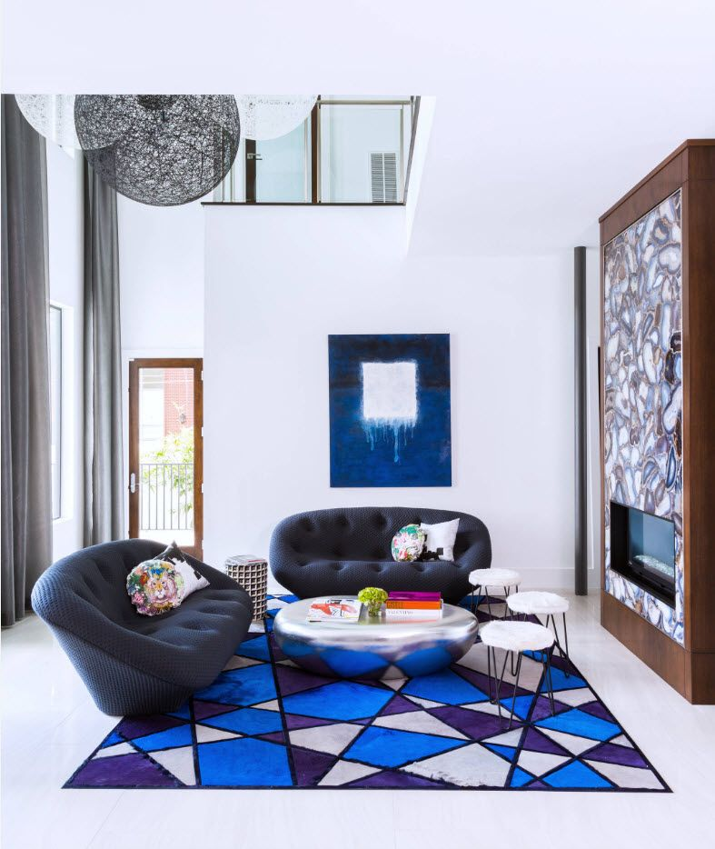 Triangular expression on the rug in modern sitting room