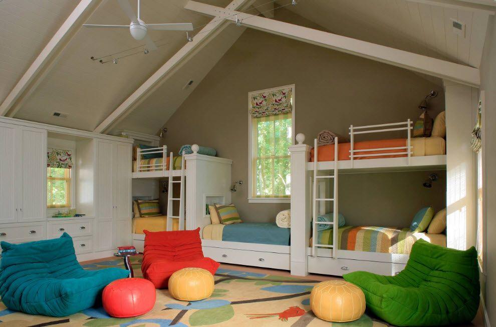 high beige chidlren's room for many kids