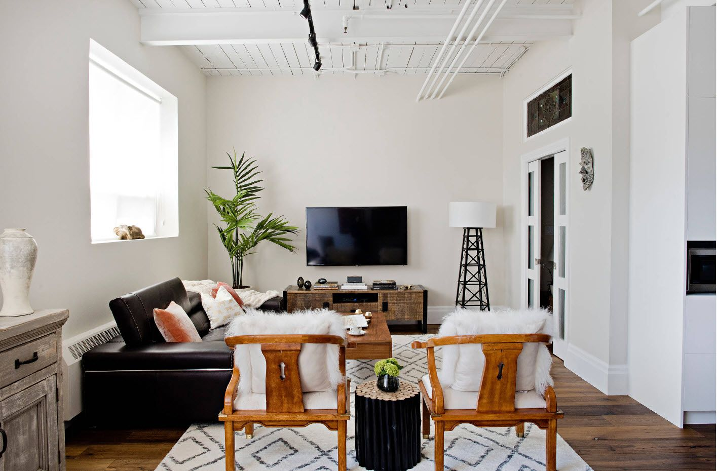 White wall colored room with TV-set on the wall as black tint