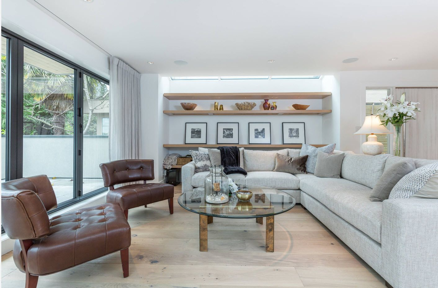 Sitting room 2017: Modern Novelties, Design Trends, Real Photo Examples of gray theme in Classic interior