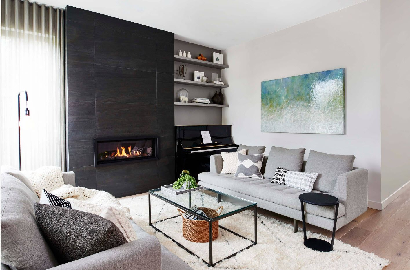 Black accentual wall in the living room with fireplace