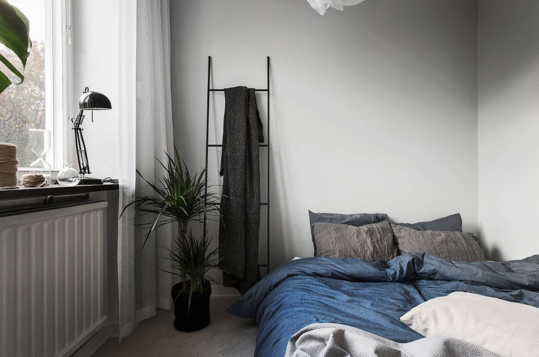 Classic, eco and Scandinavian style mixes in bedroom