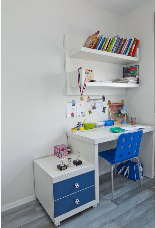 Nice study place in the kids' room