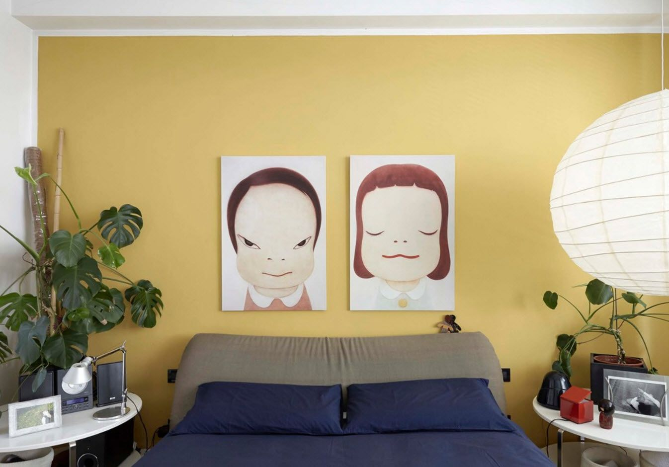 caricature pictures at the headboard