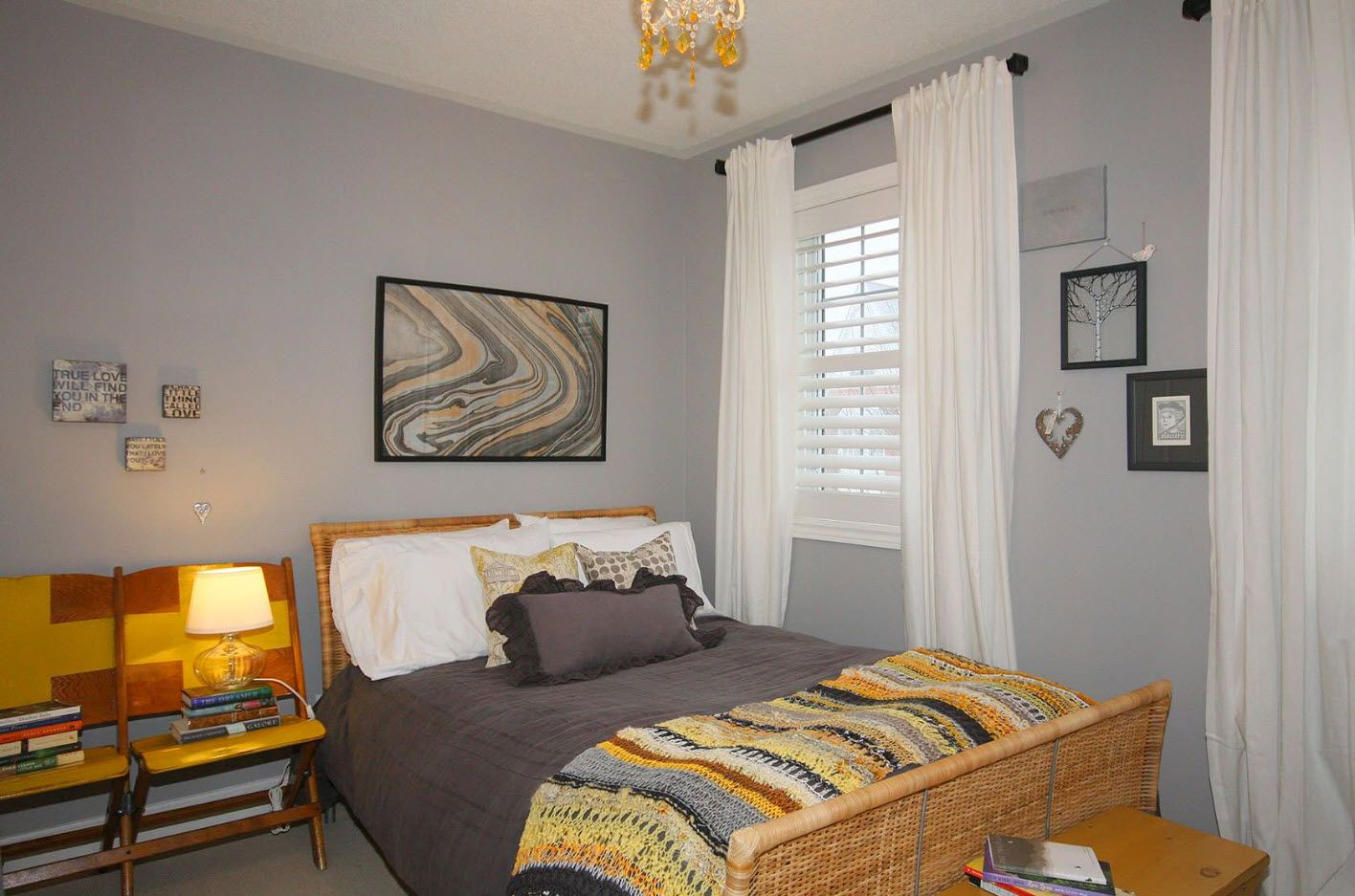 Bedroom Drapes 2017. Design, Forms, Real Examples with Photos. Fancy expressionistic picture to dilute the classic color scheme of the room