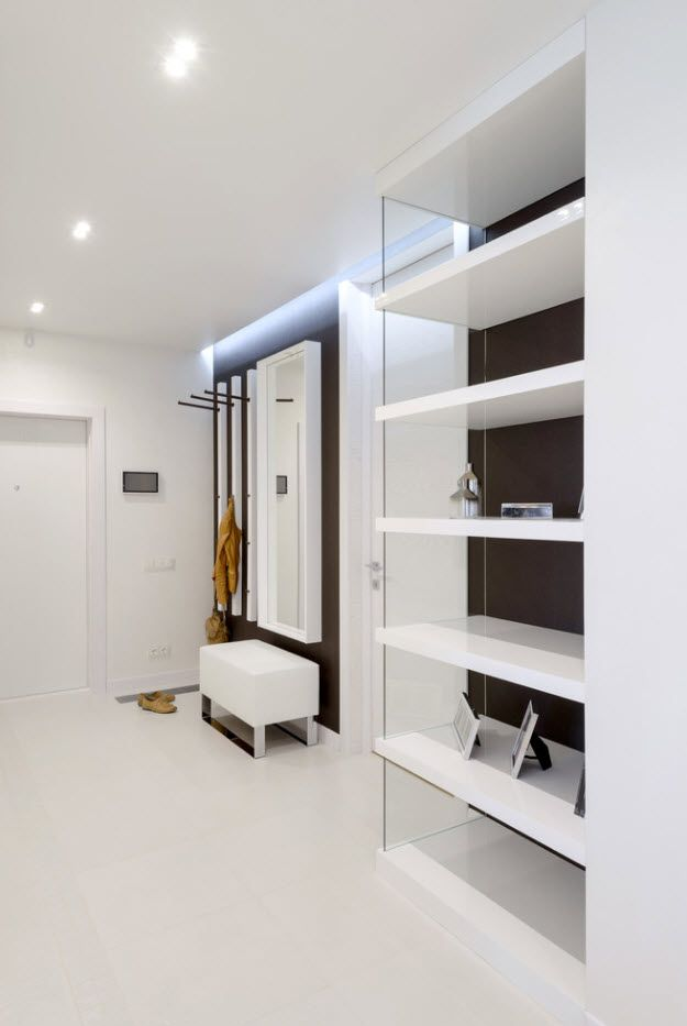 White Scnadinavian and hi-tech mix in the modern apartment