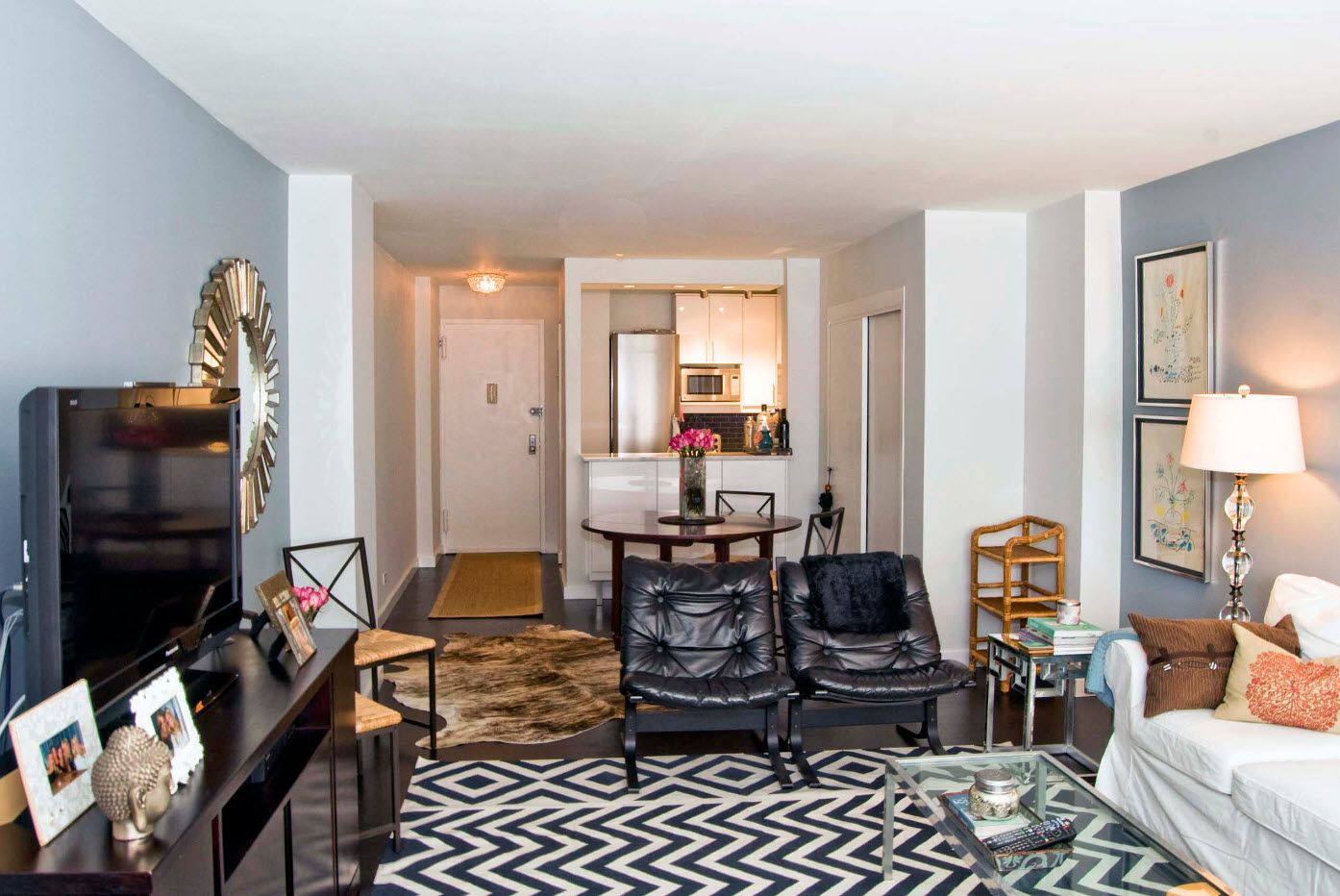 Zebra colored rug for the modern minimalistic room
