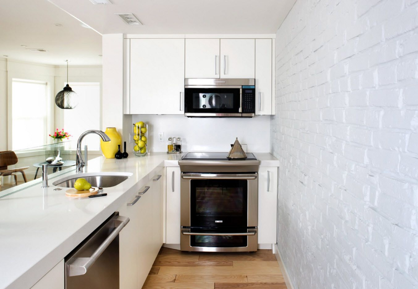 Modular setting of the kitchen accessories in the framework of white design theme