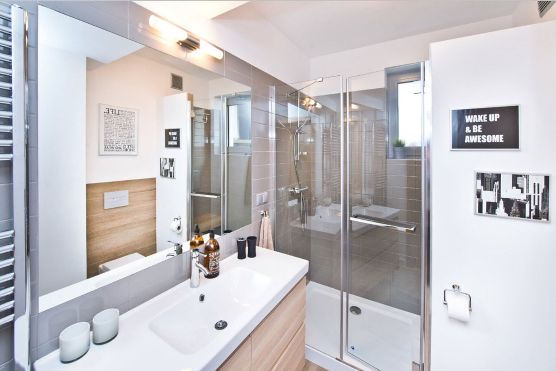 Ultramodern bathroom full of steel and glass details