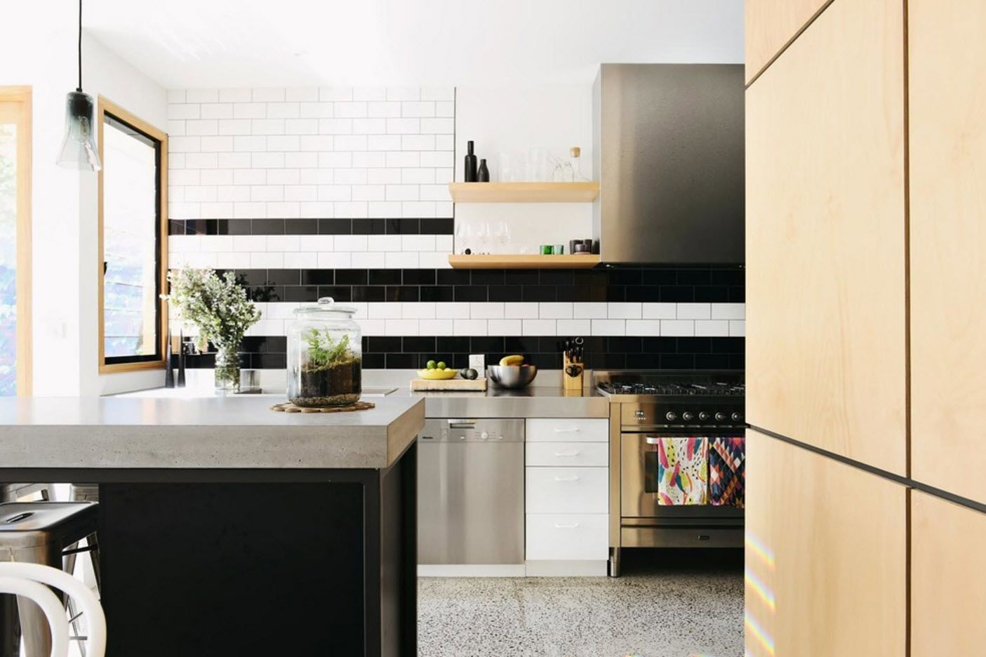 Steel, wood and marble in the noble modern design