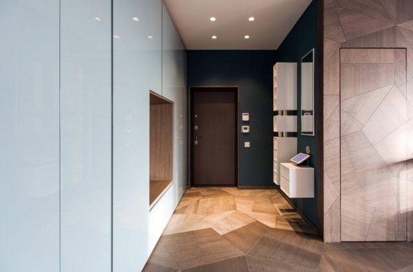Modern hi-tech interpretation with laminated floor in the spacious apartment entry hall