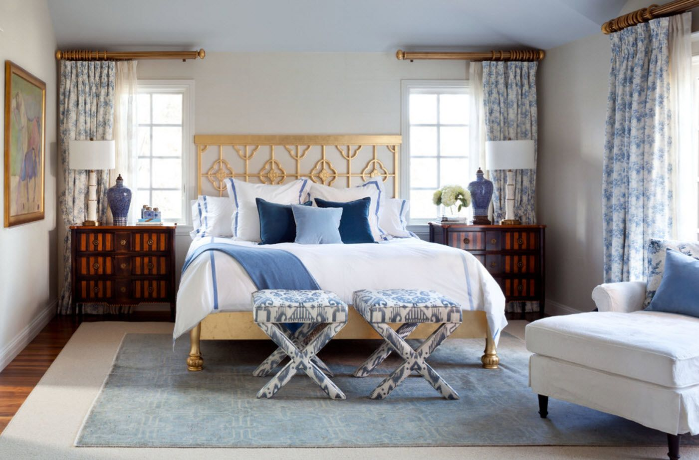 White and golden color scheme of the classic furnished room