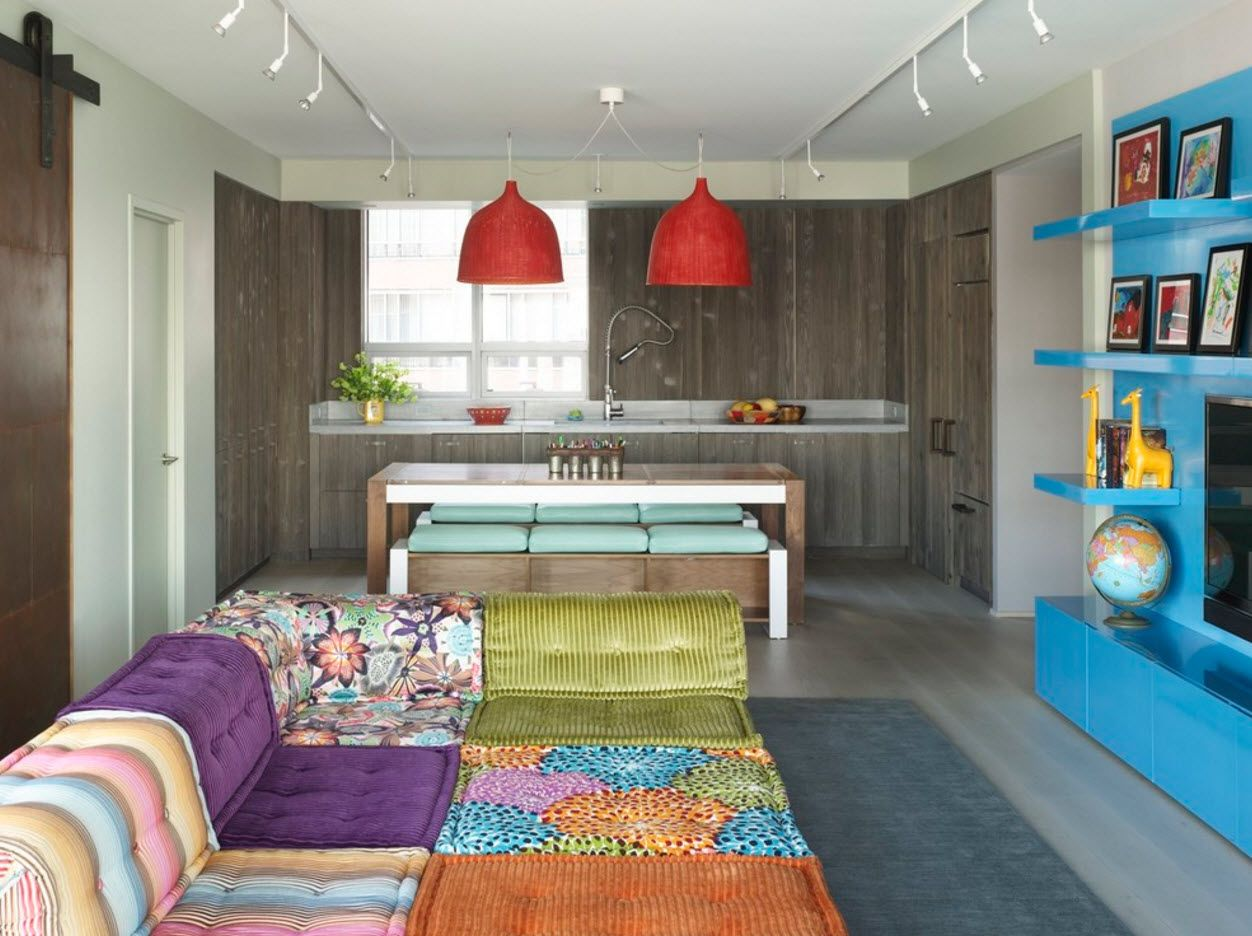 Modern mix of country and minimalism within multifunctional space of studio