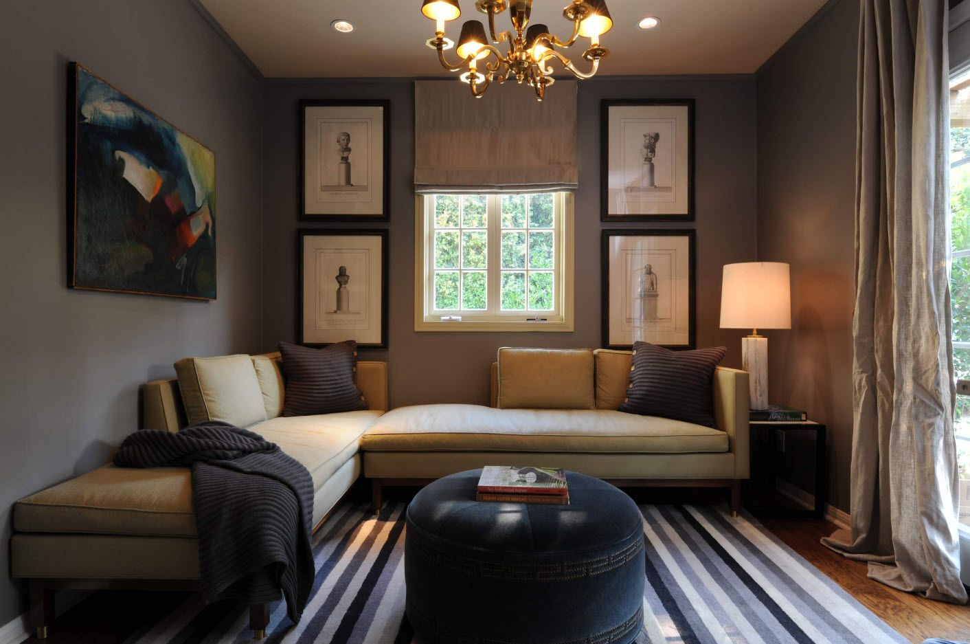 Brown and black mix of design ideas at thespectacular living room