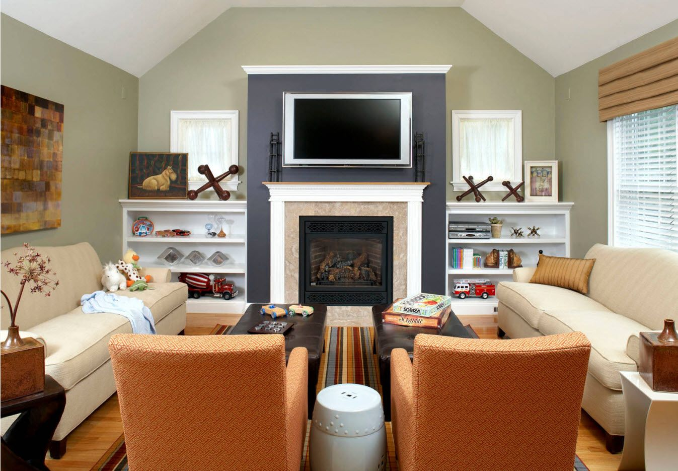 Artificial fireplace with accentual mantelshelf and TV-set
