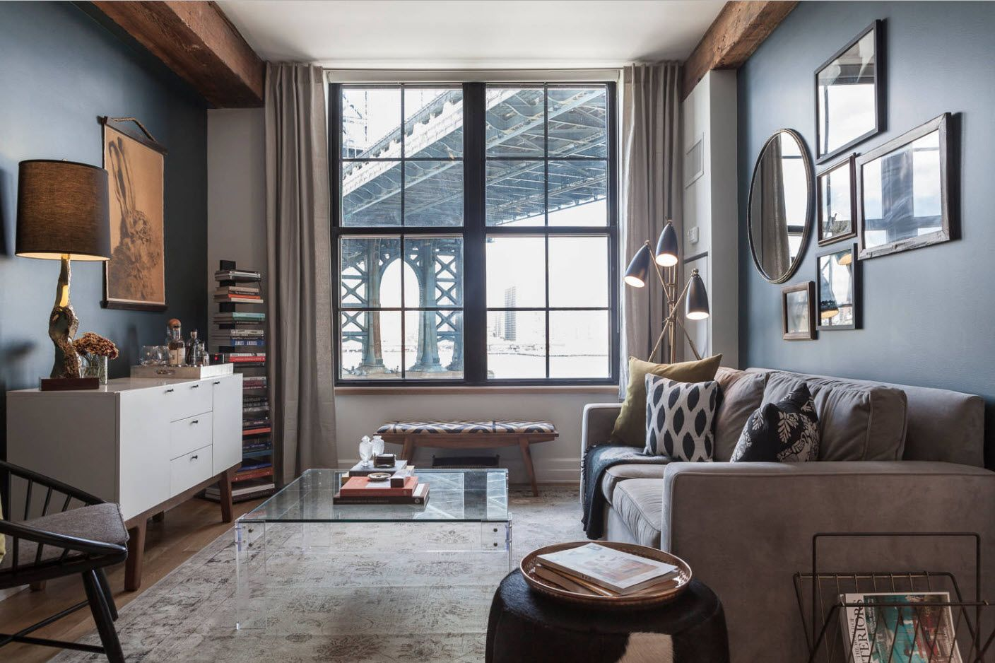 Modern classic atmosphere with lattice windows and wooden loft inlays