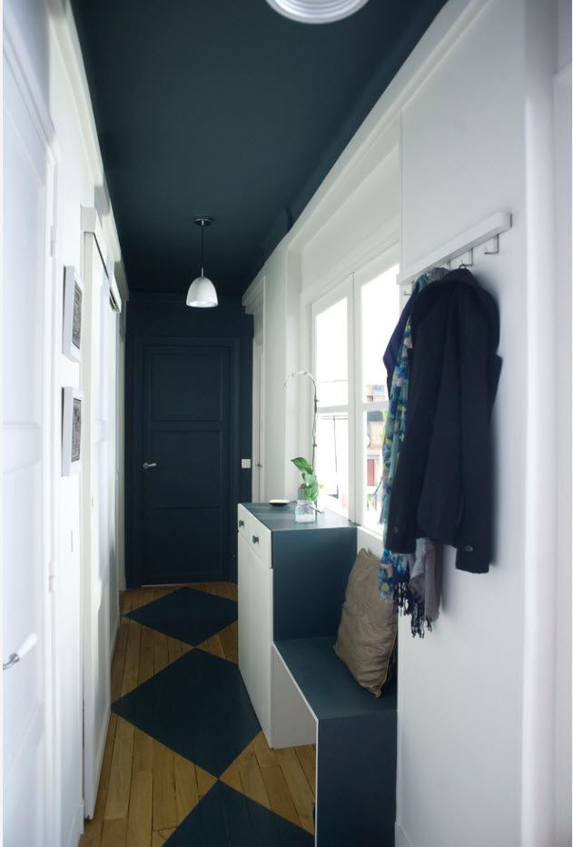 Dark blue tint in the gorgeous ultra-modern English country style interior