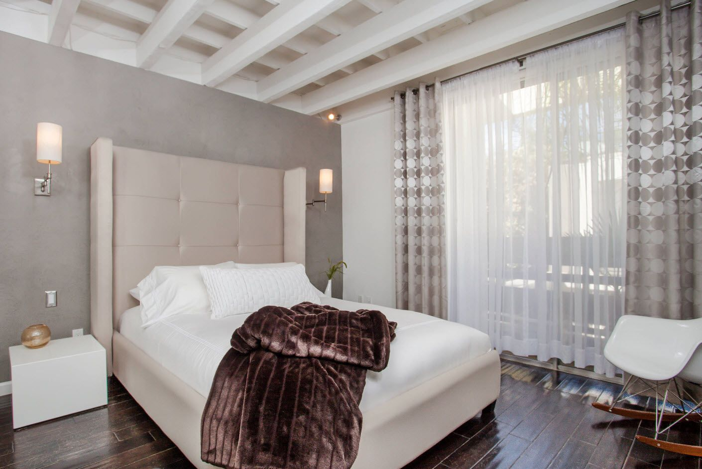 white wooden grid ceiling at the modern decorated interior of the bedroom