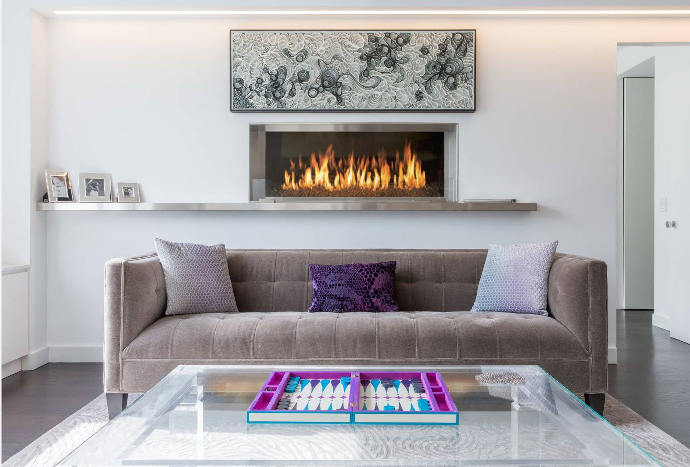 Artificial fireplace and mantelshelf - an essencial attribute of English interior
