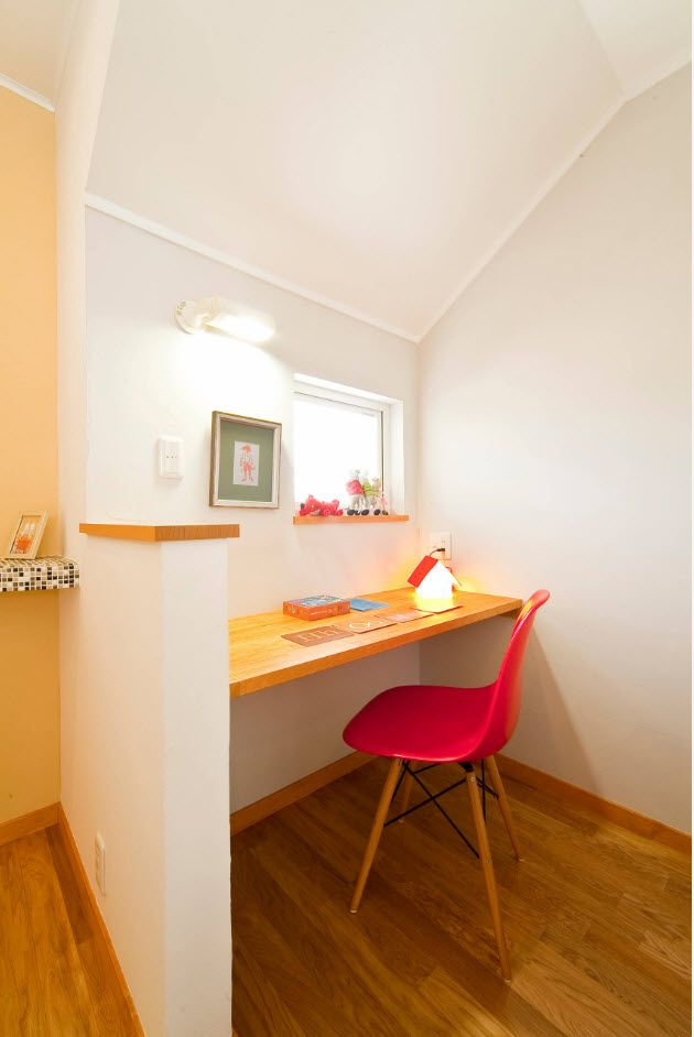 Top 100 Modern Home Office Design Trends 2017. Red chair and light wooden tabletop