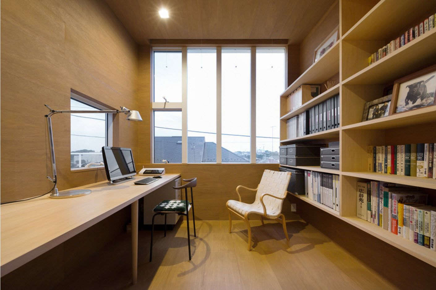 Light wooden trimmed atmopshere of the home office
