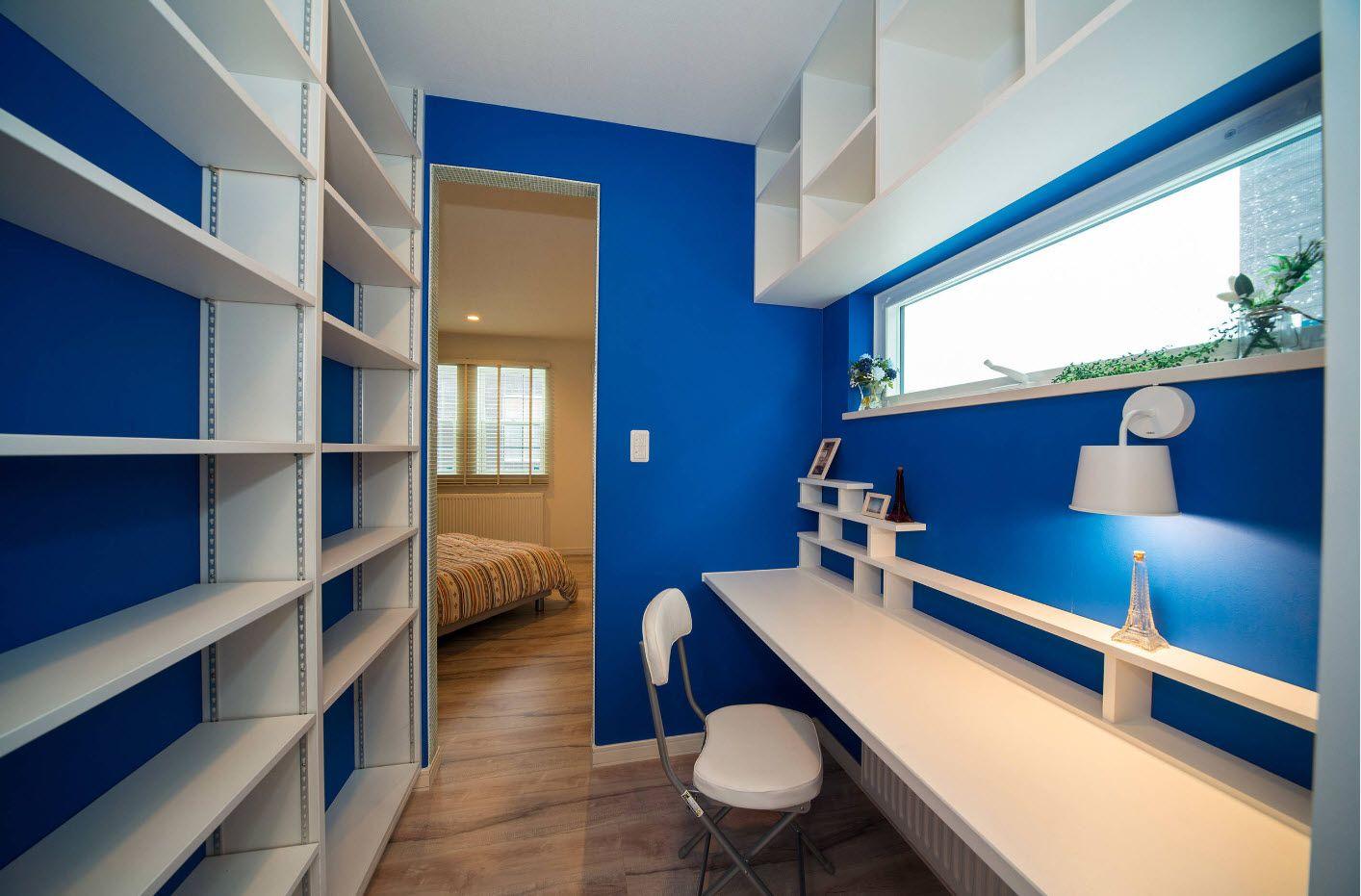 Spectacular deep blue wall paint for modern home office